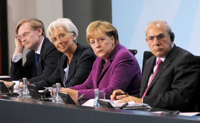 Bruselas regalará un Ipad a los pensionistas que mueran pronto. GREECE-ROBERT-ZOELLICK-ANGEL-GURRIA-670x413