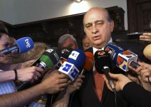 El ministro del Interior anuncia los quebraderos de piernas