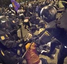 policia antidisturbios llorando por dentro