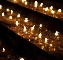 Dos millones de euros en velas contra los desahucios
