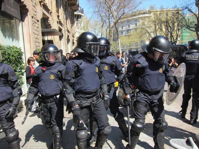 BBVA y Santander darán una paga extra a la policía antidisturbios