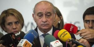 El ministro Fernández Díaz asegura que su esposa es ETA
