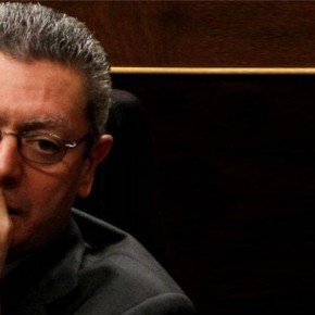 Rajoy ordena a todos sus diputados que se tapen la boca cuando telefoneen