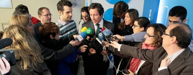 """Interior sancionará a los reporteros que """"hagan caritas"""" cuando escuchen a Carlos Floriano"""