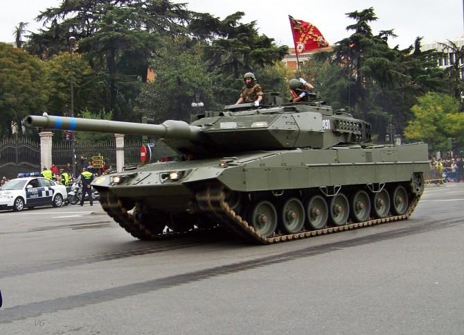 Parapsicólogo relaciona el tanque Leopard 2E con las listas de espera en Sanidad
