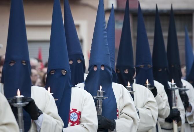 Más de 700 procesiones rezarán hoy para que Rajoy contraiga la fiebre amarilla