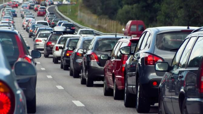 Más de stecientos mil coches se niegan a salir de la AP-7