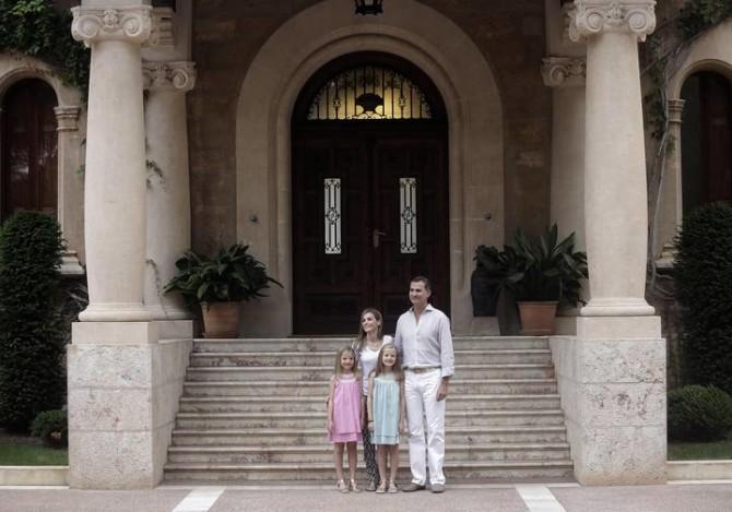 Felipe VI, indignado porque en el Palacio de Marivent no haya camas para todos los españoles