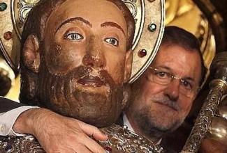 Moncloa niega que Rajoy tuviese una erección abrazando al apóstol Santiago