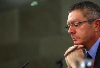 Gallardón amenaza con una huelga de hambre si no se le entregan los úteros de todas las españolas