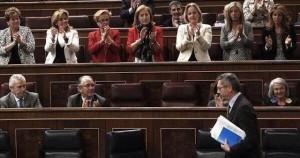 Medio centenar de diputadas del PP ponen su útero a disposición de Gallardón