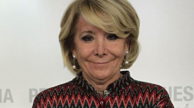 Multan a Esperanza Aguirre por rebuscar en la bolsa de basura de Íñigo Errejón
