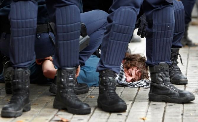 Golpear la bota de un policía con la nariz se multará con 67.000 euros