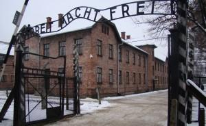 Dios insiste en que no sabía nada de lo que pasaba en el interior de Auschwitz