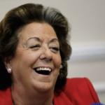 Rita Barberá ordena cortar con motosierra todas las farolas que puso durante su mandato