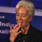 Hallan un hueso escafoides, plumas y excrementos secos en el bolso de Christine Lagarde