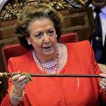 Denuncian a Rita Barberá por arrojar la vara de alcalde al foso de los cocodrilos del Zoo de Valencia