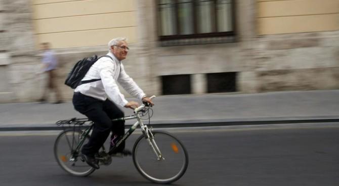 ABC revela que Joan Ribó pedalea al revés