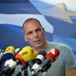 """Ofrecen 850.000 euros al ministro europeo que pueda ponerse una camiseta """"Varufakis"""" de la misma talla"""