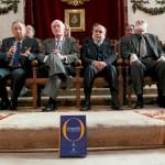 La Academia Española de la Lengua amenaza con llevarse la mitad de las tildes y todas las comas de Catalunya