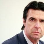El ministro Soria emulará a Fraga poniéndose en bañador detrás de un Volkswagen