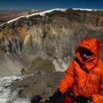 Encuentran siete millones de calcetines desparejados en un cráter de la Patagonia