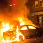 Obreros de derechas golpean a un grupo de barrenderos neoliberales que vitoreaban a Rivera