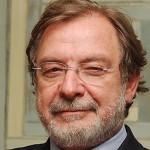 Juan Luis Cebrián prohíbe a sus periodistas usar la letra pe, la jota y la uve
