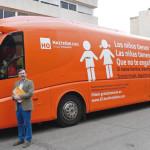 El falso autobús de Hazte Oír resulta ser una furgoneta operada en Londres