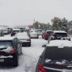 Caos por el temporal:  La DGT obligará a que todos los coches lleven en invierno chocolate, fruta y una gallina viva